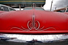 cool pinstriping matches the hood ornament.