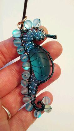 Wire Jewelry Designs, Handmade Wire Jewelry, Diy Crafts Jewelry, Wire Crafts, Wire Wrapped Jewelry, Jewelry Art, Jewellery, Welding Art Projects, Metal Art Projects