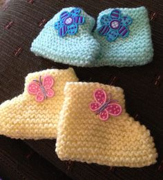 Free Knitting Pattern for Beginner Baby Booties - These easy booties are knit flat with the shape created through decreases and seaming. Designed for beginners, this pattern is rated very easy by Ravelrers, many of whom said it was their first or second knitting project. Excerpted from Knitty Gritty: Knitting for the Absolute Beginner by Aneeta Patel. Pictured projects by mama79hi