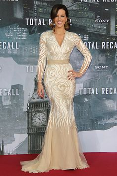 Kate Beckinsale in Naeem Khan - This woman does no wrong fashion-wise! I adore this dress, gorgeous silhouette, stunning embroidery, lovely colour and wonderful fit! Also, I loved her in Total Recall