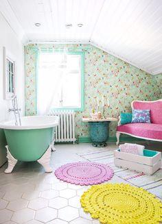 Värikäs ja iloinen kylpyhuone. Colourful and cheerful bathroom.   Unelmien Talo&Koti Kuvaaja: Hanne Manelius Toimittaja: Ilona Pietiläinen