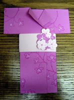 Creations by Patti: Kimono Book Mark Tutorial :  http://creationsbypatti.blogspot.be/2009/01/kimono-book-mark-tutorial.html