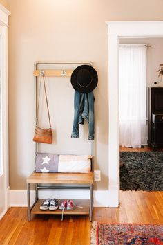 Best Small Entryway Decor & Design Ideas To Upgrade Space 2020 Apartment Decoration, Entryway Decor, Entryway Ideas, Narrow Entryway, Entryway Organization, Entryway Furniture, Bathroom Organisation, Furniture Redo, House Furniture