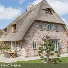 Fotoarbeiten in einem stilvoll eingerichteten Reetdach-Neubau in LIst auf Sylt
