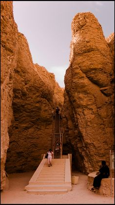 Access to the tomb of pharaoh Thutmose III (Tutmosis III), Hatshepsut's stepson, in the Valley of the Kings of Luxor, in Egypt.