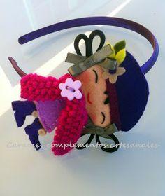 CRIANÇAS CURVAS DE CARAMELO Felted Wool Crafts, Felt Crafts, Fabric Crafts, Easy Crafts, Felt Headband, Baby Headbands, Fuzzy Felt, Wool Felt, Hair Band For Girl