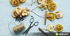 Fogj egy csésze gőzölgő narancsteát, teríts magadra egy puha plédet, és élvezd az illatok kavalkádját! Így burkolhatod finom illatfelhőbe az otthonodat. Log Cabin Christmas, Christmas Makes, Christmas Time, Christmas Crafts, Christmas Ideas, Christmas Recipes, Dried Orange Slices, Dried Oranges, Homemade Christmas Gifts