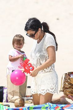 Kardashian June 18 2014 - Penelope and mom on beach in Hamptons