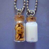 Milk & Cookies Best Friend necklaces :) het kan ook niet anders deze 2 horen bij elkaar net als jij en je beste vriendin!