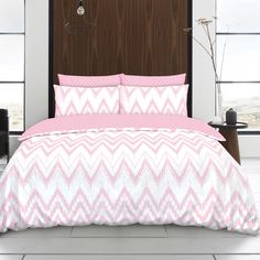The Delta bedding features a simple printed zig-zag design pattern that's available in a choice of contemporary colours that would suit all modern bedrooms. This duvet set boasts a pretty blush pink chevron pattern, broken up by small lines. The duvet cover is fully reversible, featuring a blush pink and white geometric pattern on the reverse. This striking design is made with quality easy care polycotton.