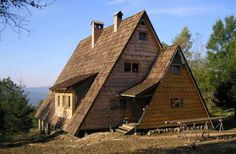 Odbudowana chatka na Otrycie