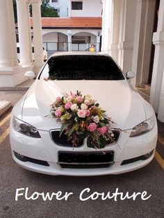 Behind-the-scene: Wedding Car Floral Decoration – Rustic Hochzeit ? Pink And White Weddings, White Wedding Flowers, Bridal Flowers, Wedding White, Rustic Wedding, Rustic Flower Arrangements, Wedding Car Decorations, Wedding Cars, Bridal Car
