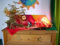 Jahreszeitentisch im Oktober, Jahreszeitentisch im Herbst, Jahreszeitentisch im Waldorfkindergarten, Basteln im Oktober, Basteln im Herbst, Zwerge im Waldorfkindergarten, Waldorfpädagogik, Naturkindergarten