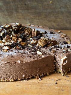 Nina Lincolnin suklaakakku on makea, suussa sulava suklaa unelma. Oikeastaan kakku ei ole kakku, vaan ennemminkin se on jäädyke tai jäätelö.