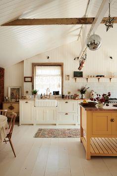 Devol Shaker Kitchen, Devol Kitchens, Shaker Style Kitchens, Kitchen Reno, Kitchen Island, Beautiful Kitchen Designs, Beautiful Kitchens, Beach House Kitchens, Home Kitchens