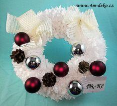 Vypichovaný látkový adventní věnec bílý. Ornament Wreath, Ornaments, Christmas Wreaths, Holiday Decor, Home Decor, Decoration Home, Room Decor, Christmas Decorations, Home Interior Design
