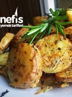 Baked Potatoes with Special Sauce (Like Chips) - Yummy Recipes - Pizza Recipes - Pratik Hızlı ve Kolay Yemek Tarifleri Turkish Recipes, Ethnic Recipes, Making Baked Potatoes, Chips Recipe, Salsa, Pizza Recipes, Food To Make, Yummy Food, Yummy Recipes