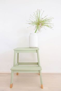 DIY Ikea Hack to transform the Bekvam step stool into a trendy plant stand. Ikea Hacks are so exciting. Because Ikea products are most of the time an excellent mix of modern and refined design which offer a lot … Bekvam Ikea, Bekvam Stool, Ivar Ikea Hack, Ikea Kallax, Smart Furniture, Retro Furniture, Ikea Furniture, Furniture Ideas, Home Decor Ideas