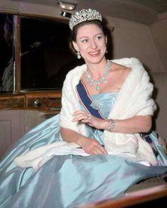 Tous les écrins royaux ne possèdent pas de turquoises mais en voici quelques-uns dont cette parure qui fut autrefois portée par la princesse Margaret. (Copyright photos : getty images, reuters, ap, gamma, Point de Vue et DR) Parure qui appartint à la Begum Aga Khan III L'impératrice Farah d'Iran La princesse Alexandra de Kent La …