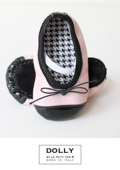 'Paris' we named this style baby ballerina with captoe. Lined with Pied de Poule and the combination of powder pink with black gives it the Paris look we love so much! From DOLLY by Le Petit Tom ® handmade in Italy