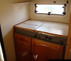 Autocaravana en Cádiz - vibbo - 84906965 Kitchen Cabinets, Storage, Furniture, Home Decor, Motor Homes, Purse Storage, Decoration Home, Room Decor, Cabinets