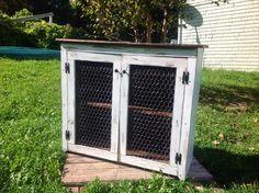 Pallet Media Cabinet + Chicken Wire | Pallet Furniture DIY