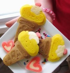 Pancake art of ice-cream How To Make Pancakes, Pancakes And Waffles, Finger Foods For Kids, Pancake Art, Food Art For Kids, Ice Cream Social, Ice Cream Party, Food Humor, Cute Food