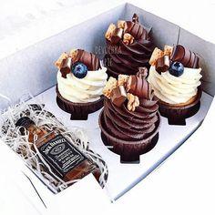 Cupcakes Decoration Ideas Decorating Cakes Desserts New Ideas Strawberry Desserts, Mini Desserts, Chocolate Desserts, Delicious Desserts, Mini Cakes, Cupcake Cakes, Cupcake Recipes, Dessert Recipes, Mini Christmas Cakes