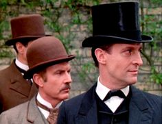 The Adventures of Sherlock Holmes. Jeremy Brett on the scent. Jeremy Brett Sherlock Holmes, Sherlock Holmes 3, Sherlock Series, Sherlock John, Sherlock Holmes Short Stories, Adventures Of Sherlock Holmes, Granada, David Burke, Looks Dark