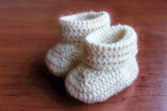 Taikinainen: Yksi ohje, kolmenlaiset virkatut tossut vauvalle