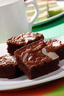 Kue brownies awal terciptanya dari cake bantat dan gosong. Karena kesalahan resep dan metode memasak ini justru malah disuka. Kini brownies ...