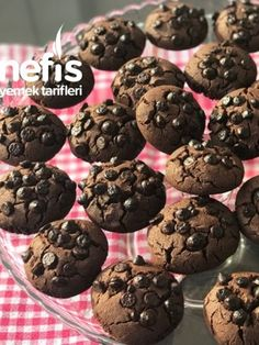 Damla Çikolatalı Kurabiye (Ağızda Dağılan) Tarifi nasıl yapılır? 1.174 kişinin defterindeki bu tarifin resimli anlatımı ve deneyenlerin fotoğrafları burada. Homemade Beauty Products, Cupcake Cookies, Scones, Tart, Muffin, Food And Drink, Meals, Chocolate, Cooking
