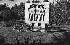 Osuustoimintamuistomerkki, Eteläpuisto, 1950-1960