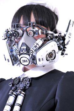 Head-set. 試験製作ヘッドセット 素材:Bluetoothヘッドホン、ルーペ、ビデオカメラ、防毒マスク、モバイルバッテリー。