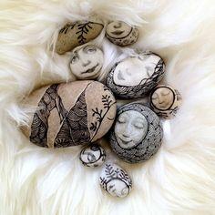 Rock art by Olga Sugden :) Pebble Painting, Pebble Art, Stone Painting, Stone Crafts, Rock Crafts, Pebble Stone, Stone Art, Rock And Pebbles, Rock Art
