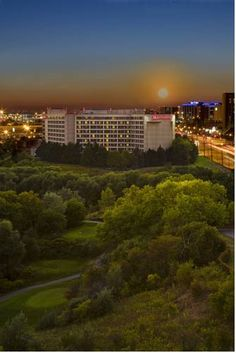 Toronto Airport Marriott Hotel (901 Dixon Road) A free shuttle service to and from the Toronto Pearson International Airport, 4.2 km away, is offered at this Ontario hotel. It includes guest rooms with a 37-inch flat-screen cable TV. #bestworldhotels #hotel #hotels #travel #ca #toronto