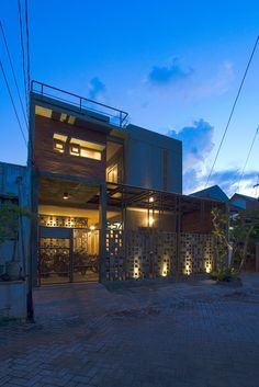 Gallery of Bioclimatic and Biophilic Boarding House / Andyrahman Architect - 6