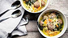 Italialainen hääkeitto tarkoittaa, että raaka-aineet ovat hienosti naimisissa keskenään. Herkullinen keitto tuo kaivattua vaihtelua jauhelihakierteeseen. Tortellini, Penne, Orzo, Pasta, Bruschetta, Mozzarella, Thai Red Curry, Ramen, Ethnic Recipes