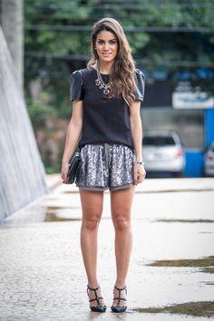 20/03/2013-Shorts: Te Quiero / Blusa: Dzarm / Colar: Zara  / Sapato: Valentino / Clutch: Vince Camuto