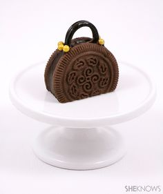 Cookie purses are the edible accessory you never knew you needed – SheKnows Chocolate Wafer Cookies, Chocolate Wafers, Afternoon Tea Set, Cute Snacks, Cherry Candy, Tea Cookies, Chocolate Brands, Holiday Snacks, Cake Business