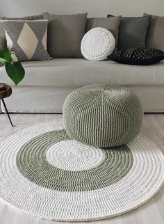 Diy Crafts - -Discount Carpet Runners By The Foot HowToCleanCarpetRunners Crochet Pouf, Crochet Carpet, Crochet Rug Patterns, Crochet Pillow, Macrame Patterns, Crochet Stitches, Knitted Pouf, Diy Carpet, Rugs On Carpet