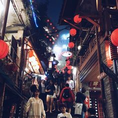 RT Arisa Mameda Walking through Taipei's old street (and eating a lot)  #travel #taiwan #taipei