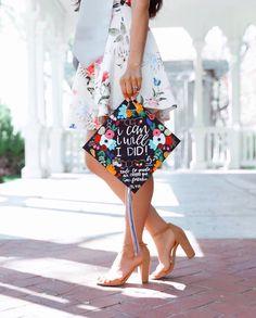 Nursing Graduation Pictures, Graduation Picture Poses, College Graduation Pictures, Graduation Portraits, Graduation Photoshoot, Graduation Photography, Grad Pics, Grad Pictures, Graduation Ideas