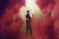 71 Coolest Examples of use of Smoke Bomb in Photography Chalk Photography, Smoke Bomb Photography, Portrait Photography, Smoke Flares, Color Smoke Bomb, Senior Boy Poses, Senior Pics, Kyle Thompson, Gear Art