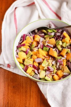 Avocado Mango and Red Onion Salad Recipe - IG Bas - Raw Food Recipes Raw Food Recipes, Veggie Recipes, Salad Recipes, Healthy Recipes, Detox Recipes, Easy Snacks, Healthy Snacks, Mango Salat, Onion Salad
