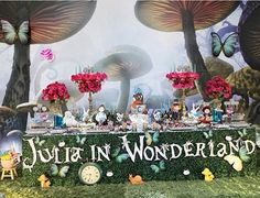 "Festa perfeita com tema ""Alice no país das maravilhas"" <span class=""emoji emoji1f499""></span><span class=""emoji emoji1f388""></span> Por :: @douceenfant #FestaAliceNoPaisDasMaravilhas ..."