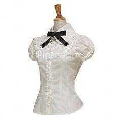 Weiße Bluse, schwarze Schleife