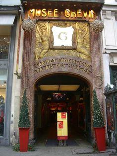 Le premier musée Grévin date de 1882. Il est située au 10/12 boulevard Montmartre. C'était à deux pas de chez moi. Musée étrange et envoûtant.