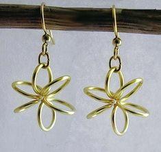 Flower Power: 12 DIY earrings with a motif - fashion jewelry trends Round Earrings, Wire Earrings, Flower Earrings, Flower Jewelry, Wire Rings Tutorial, Earring Tutorial, Wire Wrapped Jewelry, Wire Jewelry, Flower Power