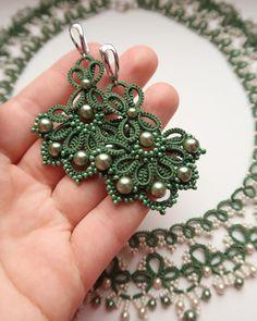 ✅серьги в наличии 850₽ ⠀ #annet_fri #annetkaAnn #анкарс #кружево #зеленоеколье #фриволите #крупныесерьги #ажурныйворотник… Tatting Necklace, Tatting Jewelry, Lace Earrings, Thread Jewellery, Lace Jewelry, Jewelry Crafts, Crochet Earrings, Unique Jewelry, Crochet Jewelry Patterns